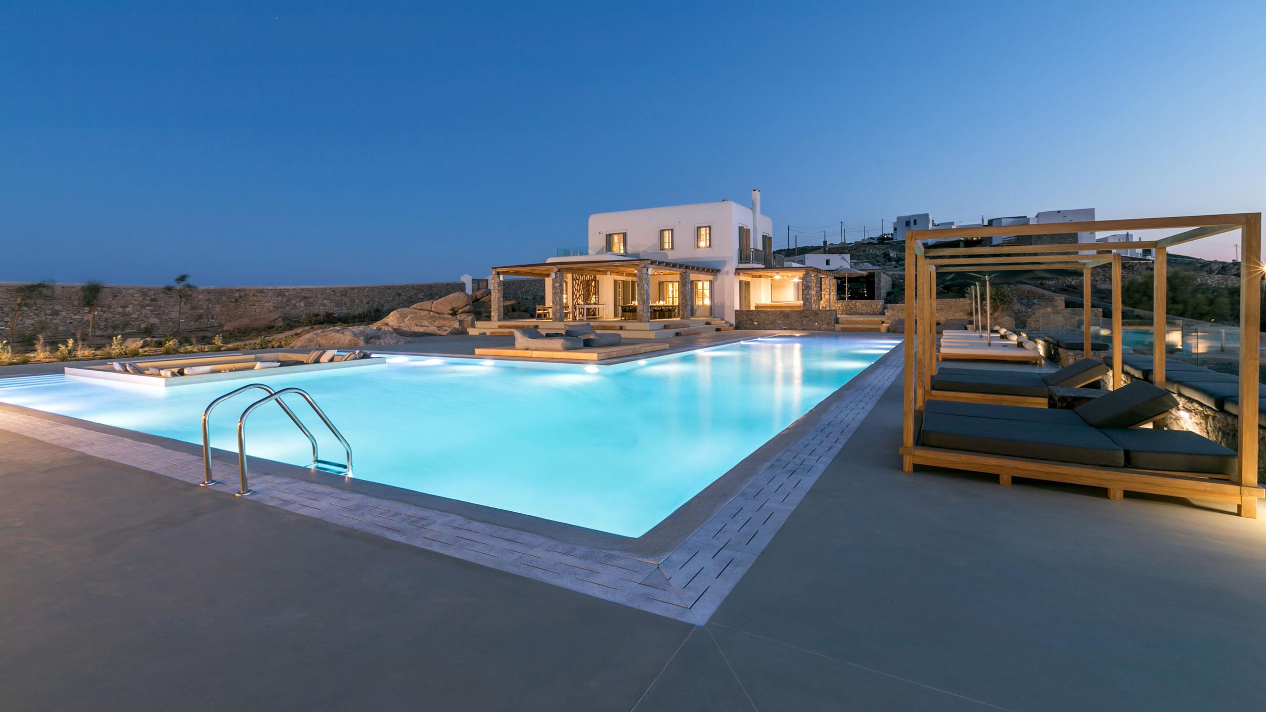 Delphine villa di lusso con piscina di grandi dimensioni for Ville con grandi vetrate